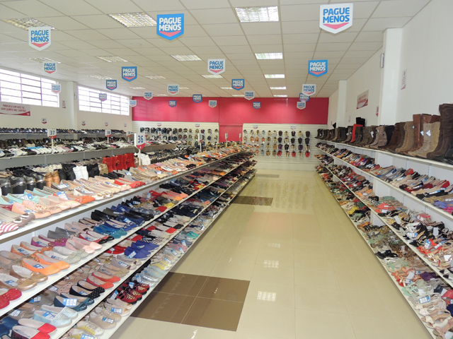 """Promoção  A cada R  50 em compras na Pague Menos você ganha um cupom para  concorrer a promoção """"1 ano de calçados grátis"""". 41d9940ed1ffe"""