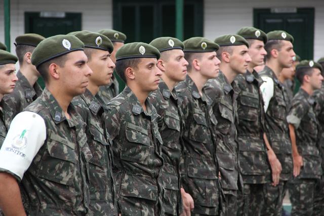 """f4eee585c Quero parabenizar o subtenente Sandro pela condução do Tiro de Guerra e ao  Exército Brasileiro por manter a ordem e a soberania nacional""""."""